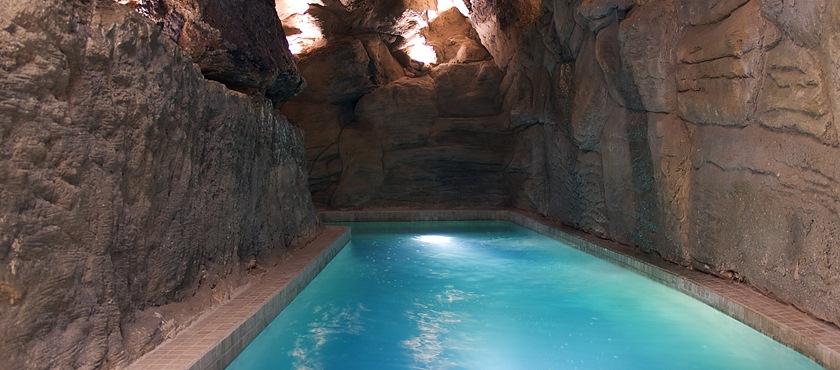 Cueva termal agua minero medicinal