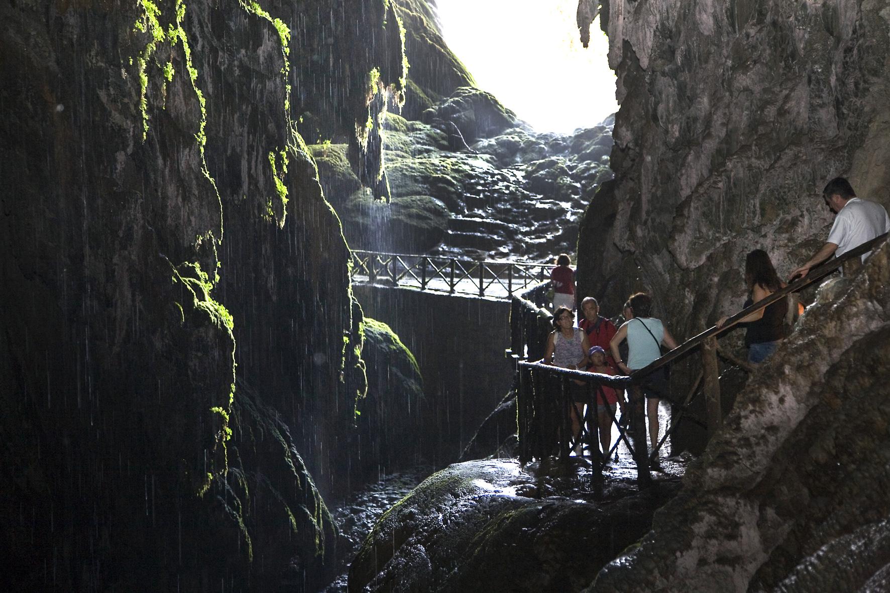Monasterio de piedra junto a balneario paracuellos de jiloca for Como llegar al ministerio del interior