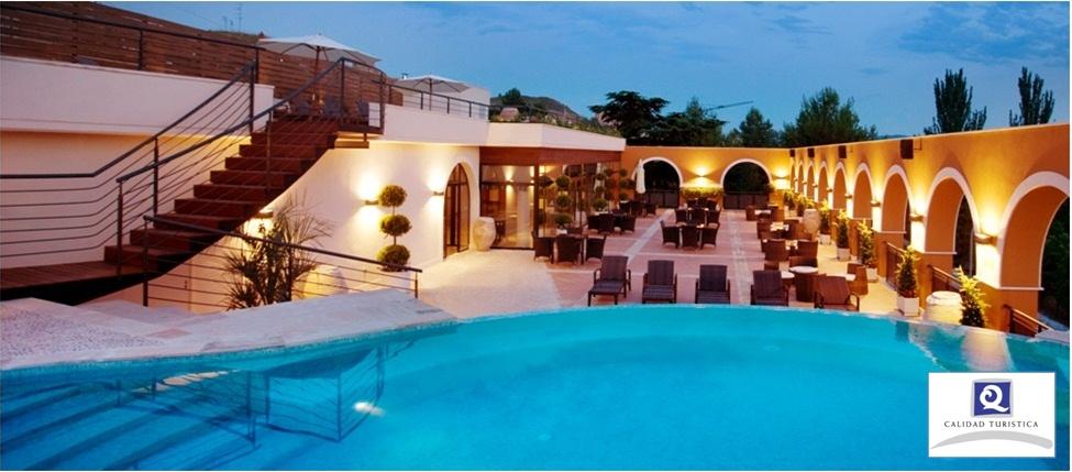 Solarium y piscina exterior Balnearios