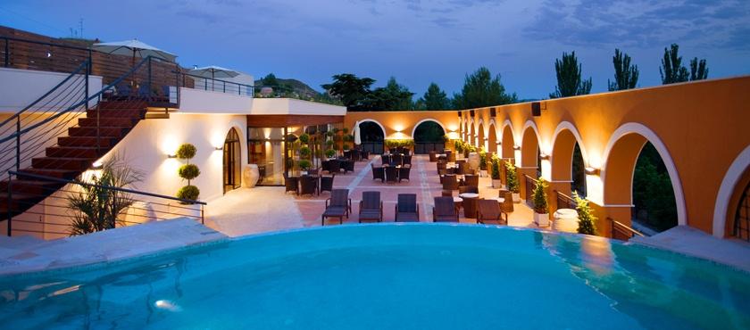 Terraza piscina exterior Balnearios